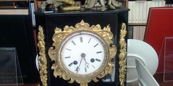 Neu eingetroffen: antike Uhren