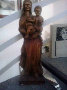 104-madonna-grob-geschnitzt