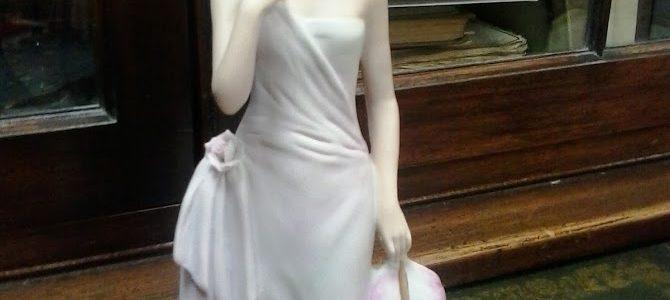 Dekorative Porzellan- Figurina