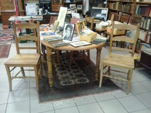 Ovaler Holztisch Donkers